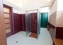 Terme Romane di Monfalcone, spogliatoio, pavimento 20x20 IN LAGUNA, rivestimento 10x20 IN BORDEAUX