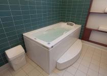 Terme Romane di Monfalcone, stanza con vasca balneoterapia, pavimento 20x20 IN SETA, rivestimento 10x20 IN TURCHESE